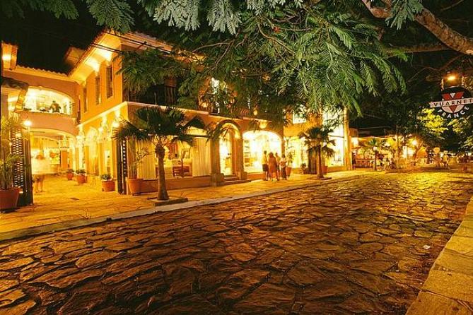 https://www.smartriotour.com.br/wp-content/uploads/2021/09/Buzios-Rua-das-Pedras.jpg